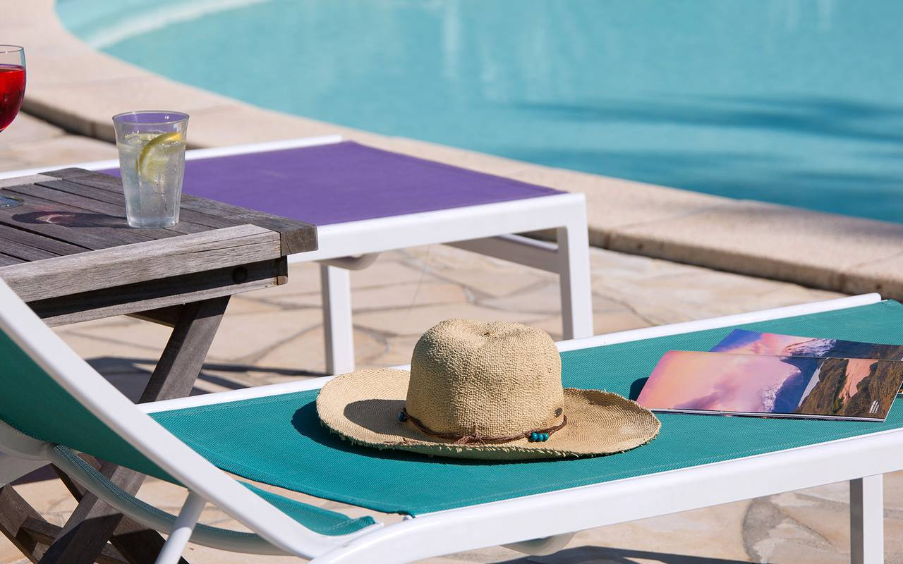relax near from the swimming pool of villa vicha hotel - boutique hotel gard